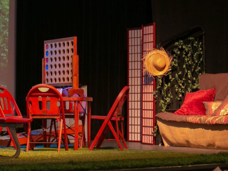 Staged picnic centerpiece featuring Playground Grass® Ultra at the Arts on Tap fundraiser event